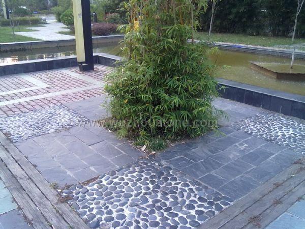高亮黑色雨花石进行景点休闲区装饰